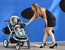 几个月可以坐在婴儿车里