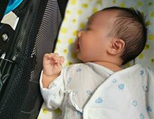 宝宝满月能躺婴儿车吗
