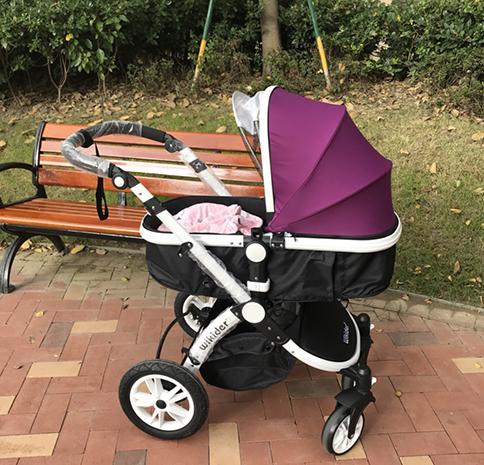 新生儿乘坐婴儿车
