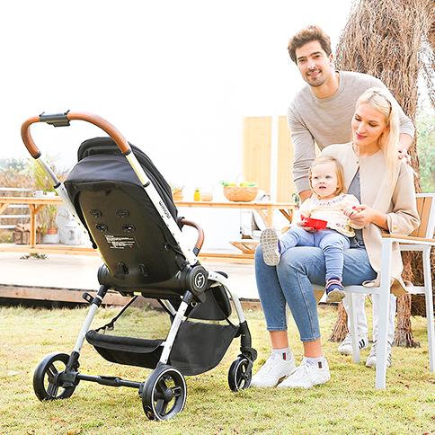 婴儿推车哪个牌子质量比较好?塑胶一体成型的推车质量舒适,安全性能都是蛮好的